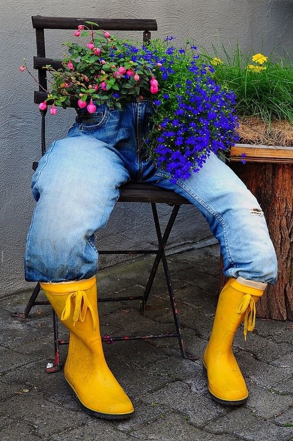 14 mind blowing diy ideas with old jeans turn to unique flower planters. Black Bedroom Furniture Sets. Home Design Ideas