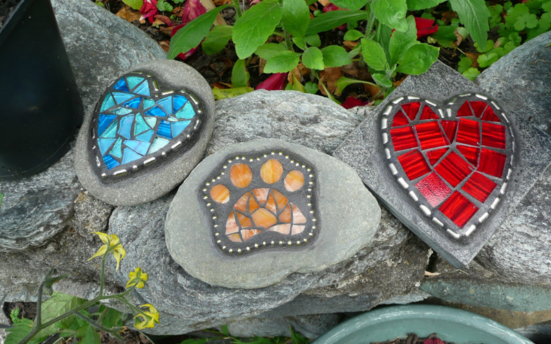 20 mosaic garden decoration ideas that will blow your mind for Outdoor decorating with rocks
