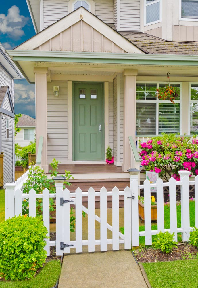 22 fabulous and welcoming front porch garden ideas for Pictures of small front porches