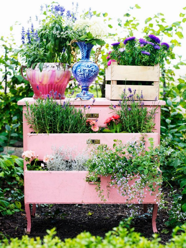 20 Vintage Garden Decor Ideas to Give Your Outdoor Space a New Spirit