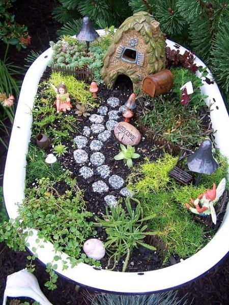 fabulous the old bathtub that is waiting to be thrown away can give a new look to your yard with jardines en miniatura - Jardines En Miniatura