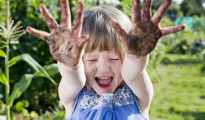 tricks-to-love-gardening-kids