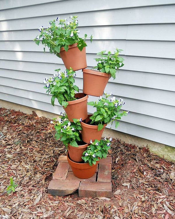 Diy Flower Tower Planter: 15 Beautiful DIY Flower Towers You Can Totally Make Yourself