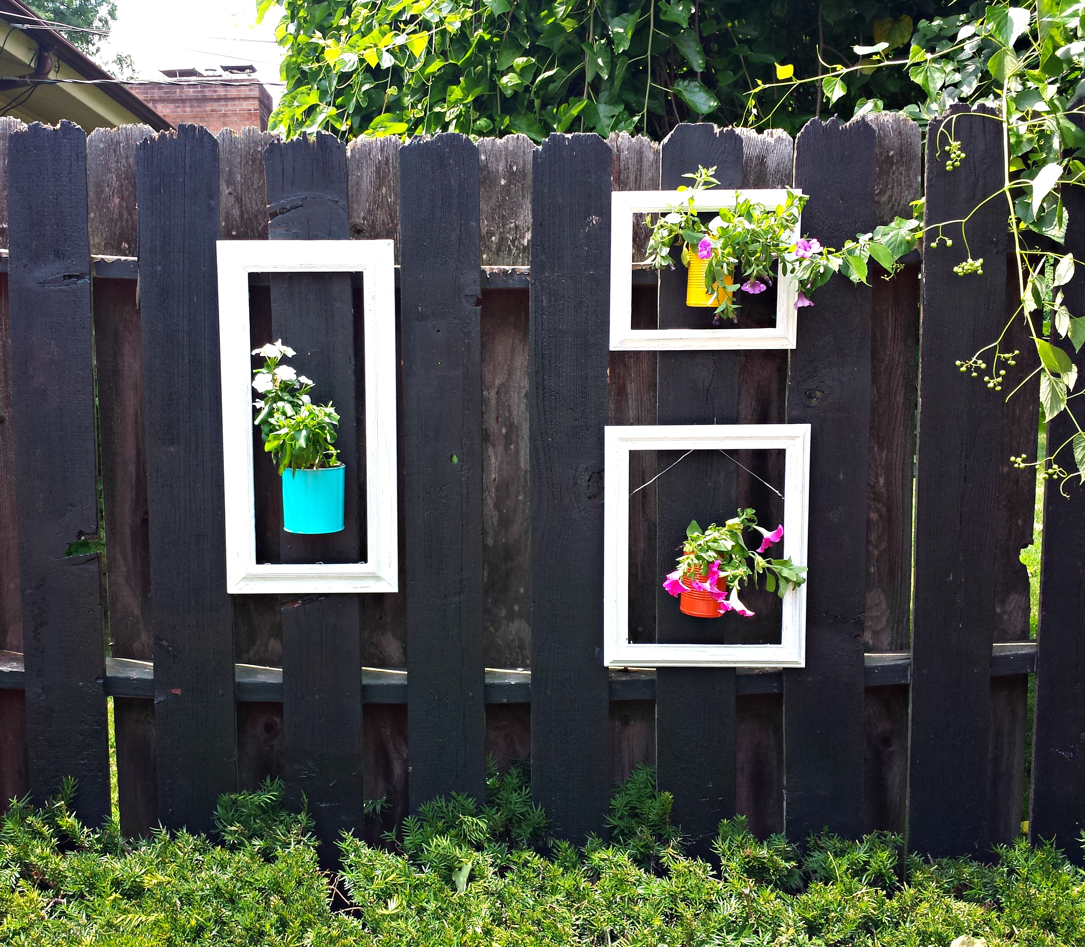 Small Flower Garden Decor: 8 Unusual Ways To Make Your Garden Fence As Eye-Catching